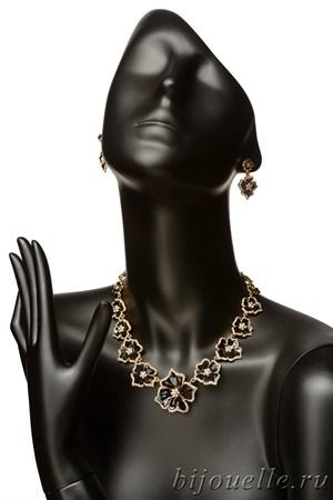 Комплект: колье, серьги с белыми кристаллами Swarovski и черной эмалью, покрытие золото - фото 4602