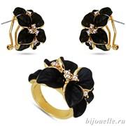 Комплект: кольцо,серьги вставки: кристаллы Сваровски белые, эмаль черная; покрытие: золото